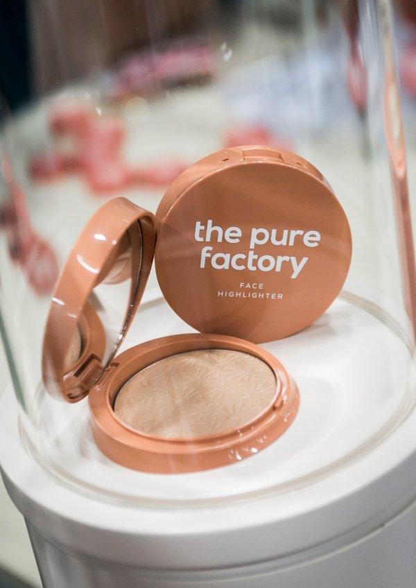 纯净工厂脸部高光粉是展会现场的焦点